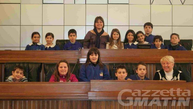 Portes Ouvertes: gli alunni della scuola Dora sugli scranni dell'aula consiliare