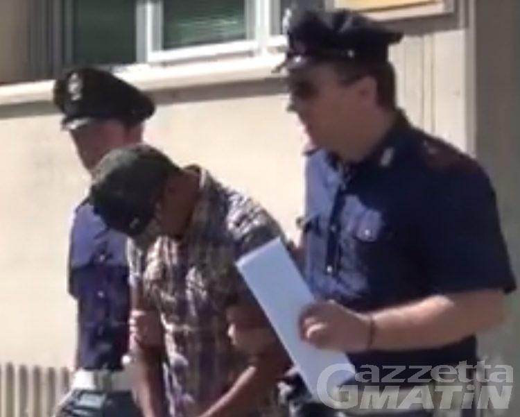 Tentato omicidio: prova a buttare giù dal ponte il contendente, arrestato