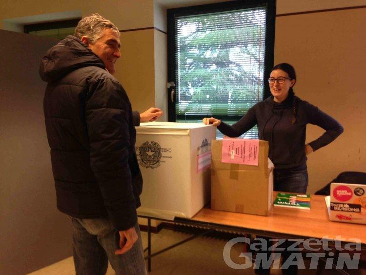 Referendum costituzionale: alle 12 in Valle d'Aosta affluenza del 22%