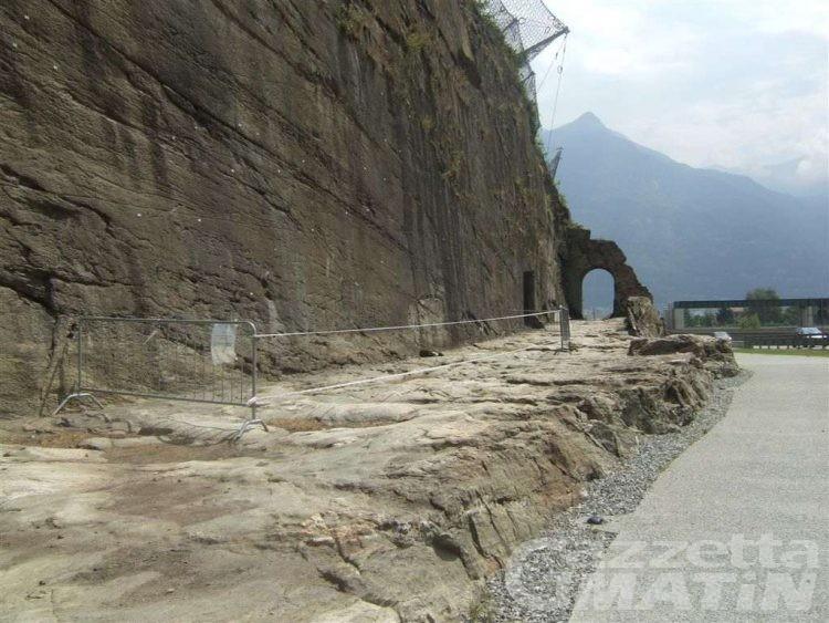 Bard-Donnas: strada romana chiusa per frane