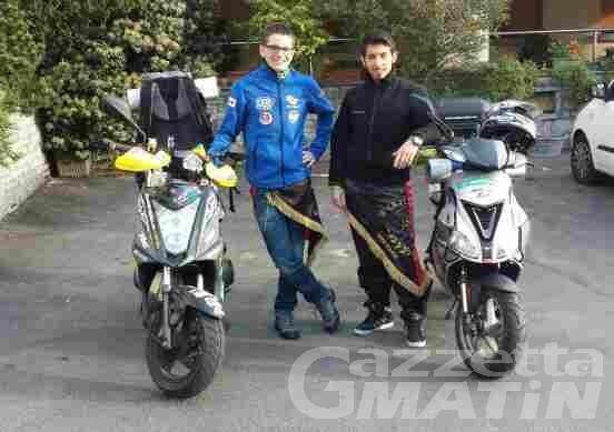 Avventura: sono partiti i due studenti che raggiungeranno Roma in motorino