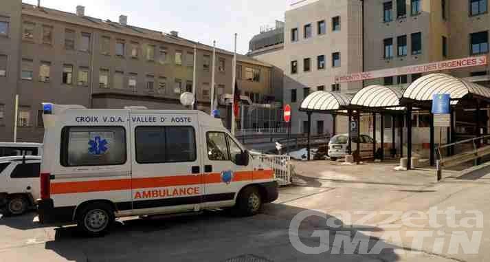 Pollein, scontro tra auto e scuolabus: due bimbe di 4 anni e un uomo in ospedale