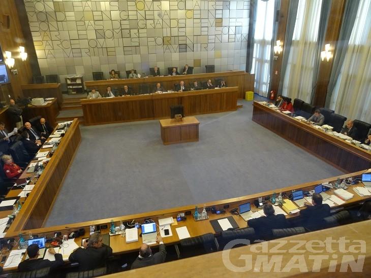 Consiglio Valle: passa legge di stabilità ma l'Uv è alle corde