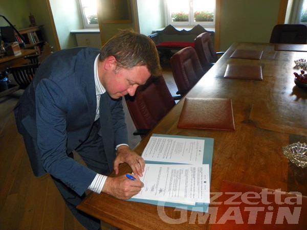 Aosta: c'è la firma di Centoz, ufficializzata la nuova Giunta
