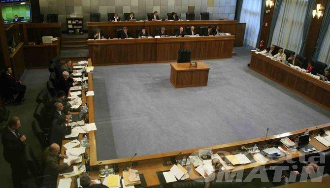 Consiglio Valle, approvata la manovra correttiva da 50 milioni