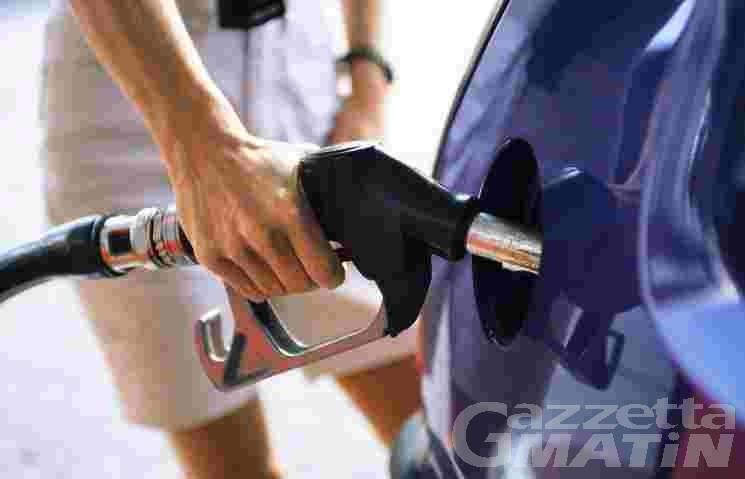 Prezzi: energia e combustibili sfiorano +5%