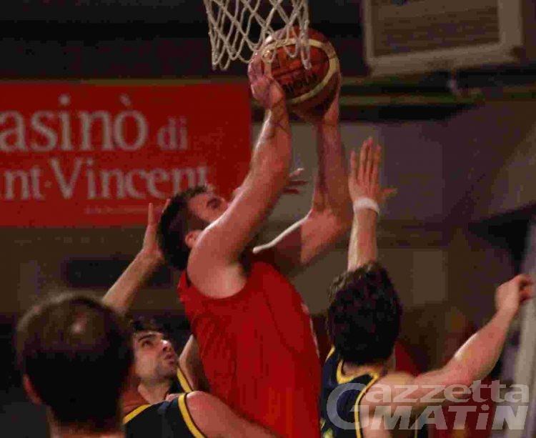 Basket: Frassy e Chenal squalificati dopo la battaglia con Cuneo