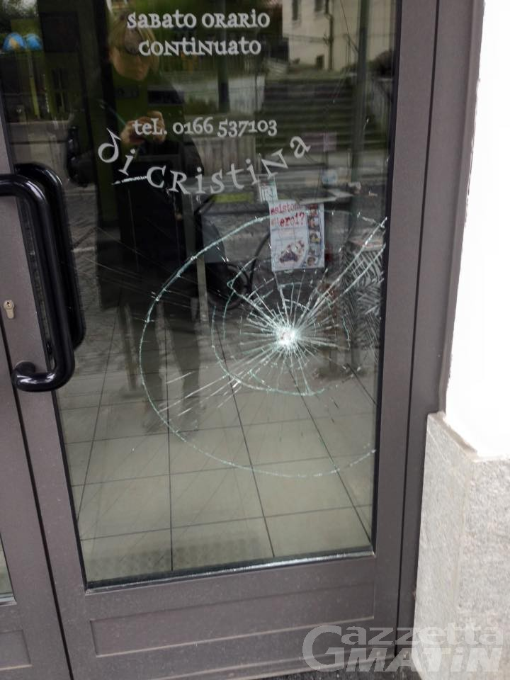 Raid vandalico a St-Vincent, denunciato un verrezziese