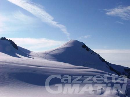 Incidente in montagna: scialpinista recuperato illeso da un crepaccio sul ghiacciaio del Lys