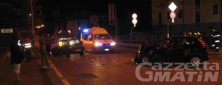 Schianto in statale, due giovani ricoverati in ospedale