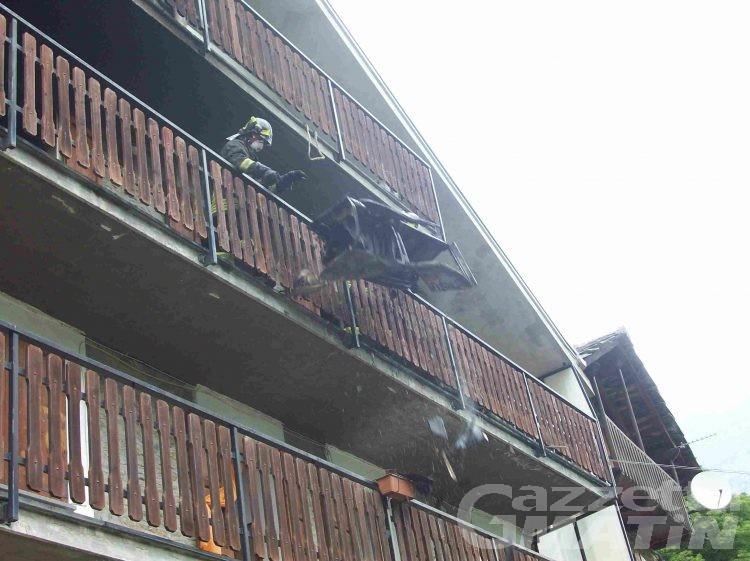 Tragedia sfiorata: alloggio distrutto dalle fiamme a Perloz, cinque persone in salvo