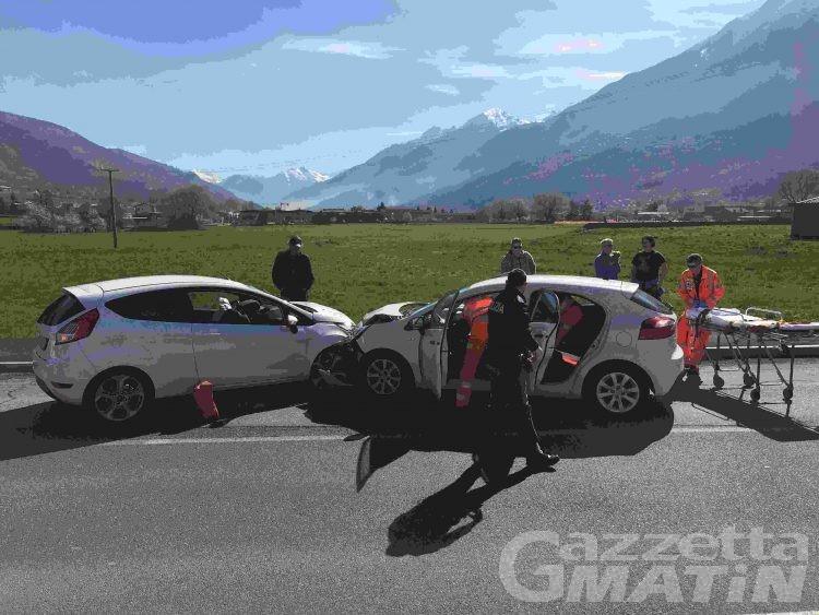 Aosta: frontale in auto, ladri in fuga, donna ricoverata