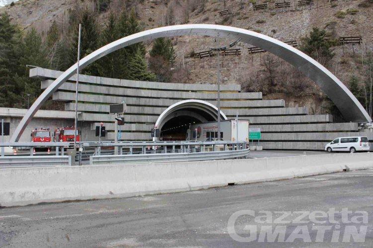 Tunnel del Monte Bianco, traffico sospeso per principio di incendio