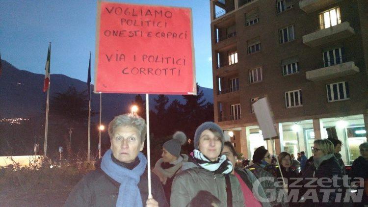 Protesta in Regione: associazioni, via i politici corrotti
