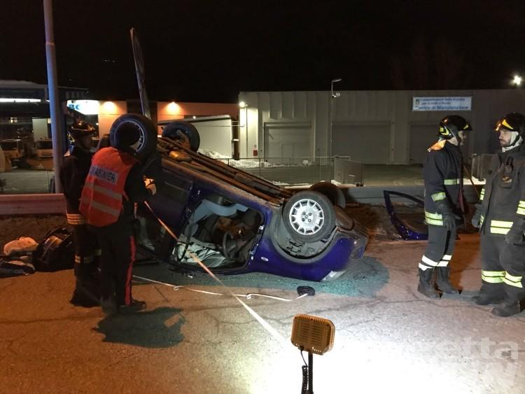 Incidente: valdostana si ribalta in auto, non è grave