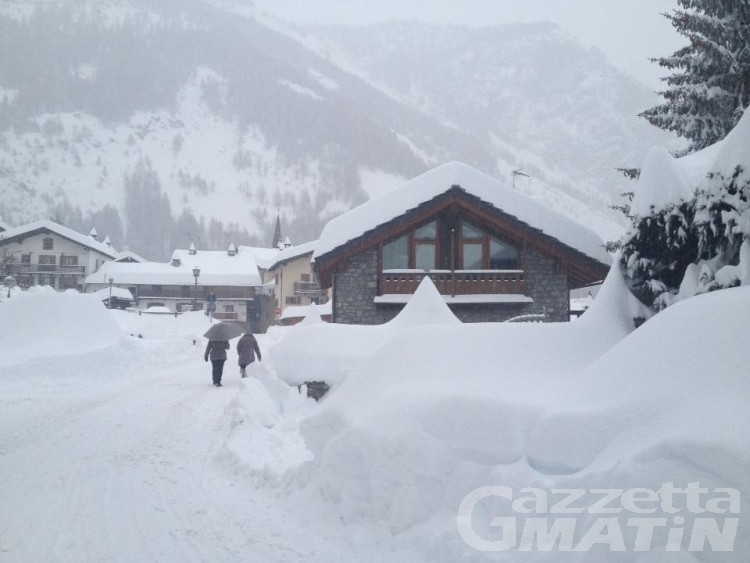 Neve, riaperta la statale 26 a Courmayeur e La Thuile