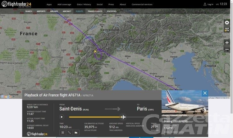 Forti boati: due jet intercettano volo di linea