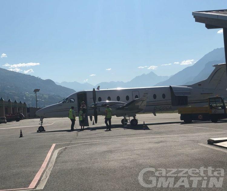Aeroporto: 12 passeggeri per il primo volo verso Olbia, due restano a terra