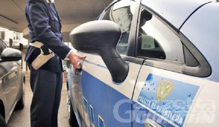 Schiaccia un pisolino parcheggiato nella corsia di emergenza sull'A5: sanzionato giovane ligure