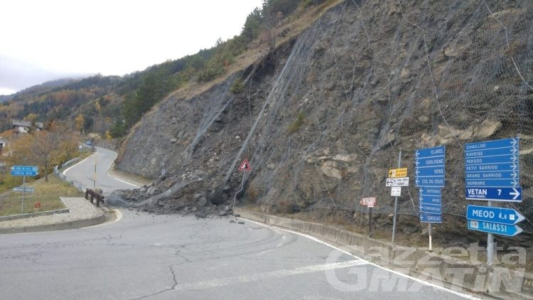 Frana, chiusa la strada tra Saint-Nicolas e Cerellaz