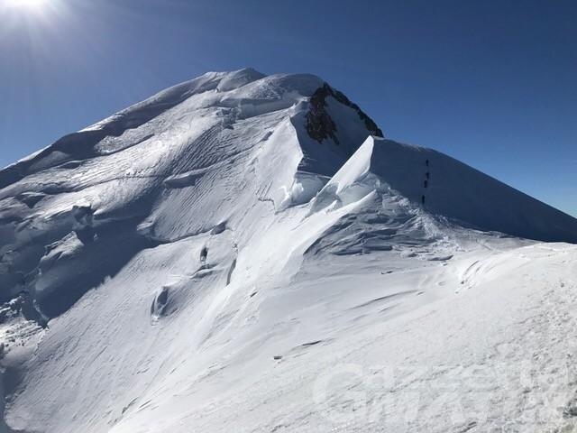 Sono salvi i tre alpinisti bloccati nella notte a quota 4.700 sul Monte Bianco