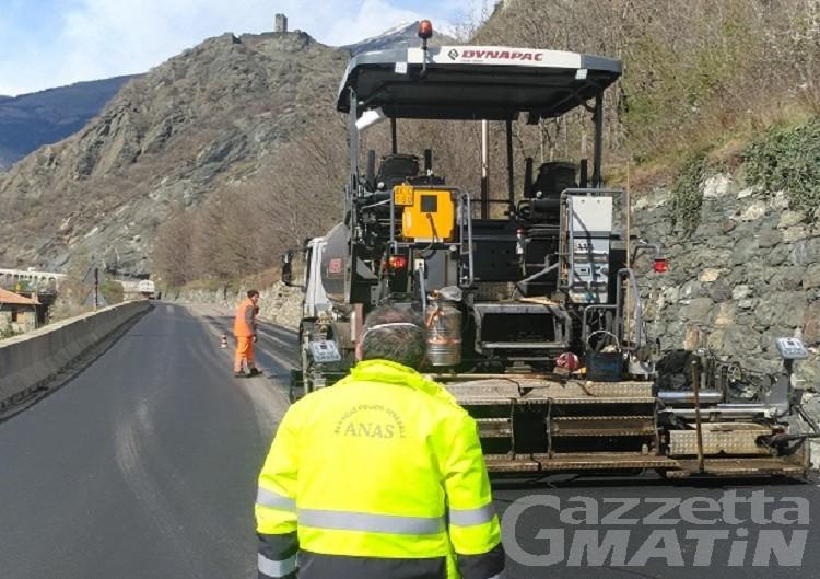 Rifacimento asfalti, senso unico alternato lungo la SS 26