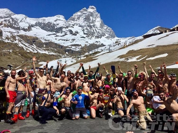 Sugli sci in bikini, a Breuil-Cervinia la festa in pista è un successo