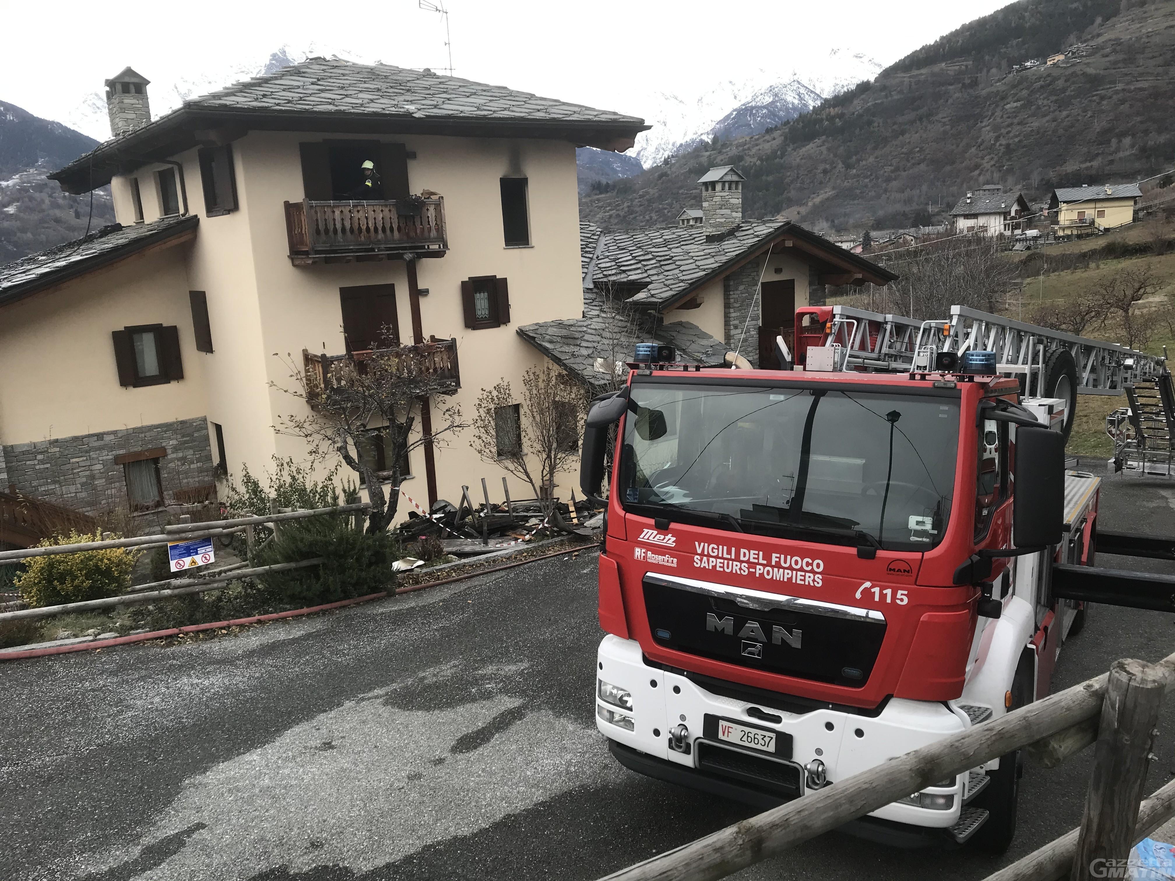 Incendio in appartamento a Saint-Pierre: una donna in Pronto soccorso