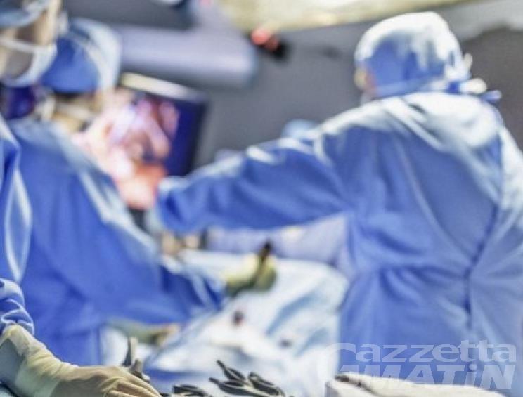 Aosta, chirurgo a processo perché operò da positivo al Covid