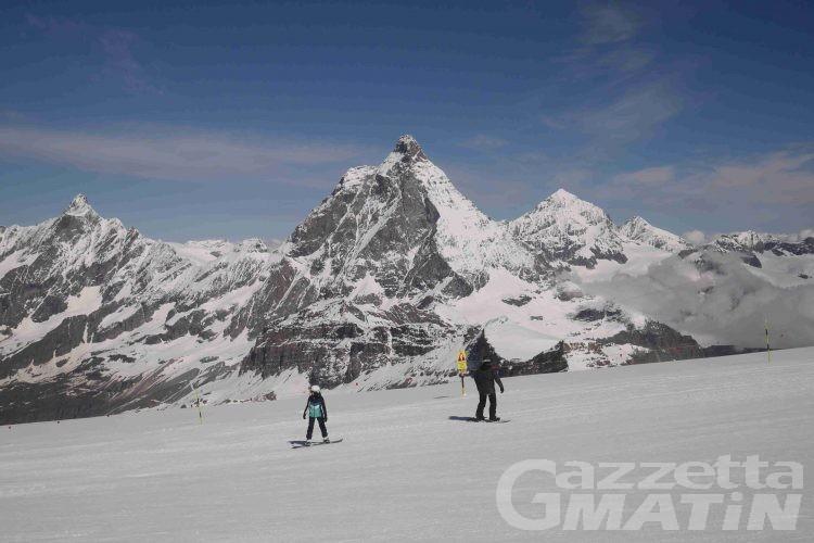 Cervinia: in più di 700 per l'apertura dello sci estivo