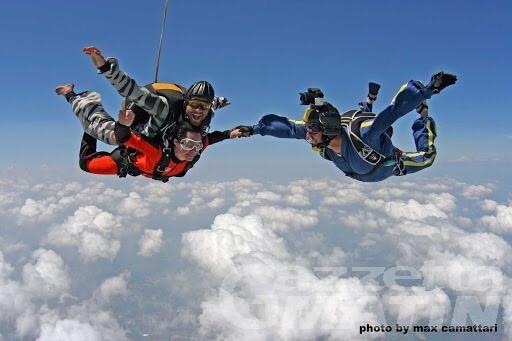 Adrenalina: sabato 24 battesimo del volo con paracadute ad Aosta