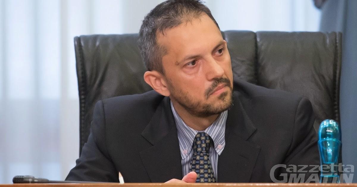 Ferragosto sfortunato per l'assessore al Turimo Jean-Pierre Guichardaz: incidente in auto e gomito fratturato