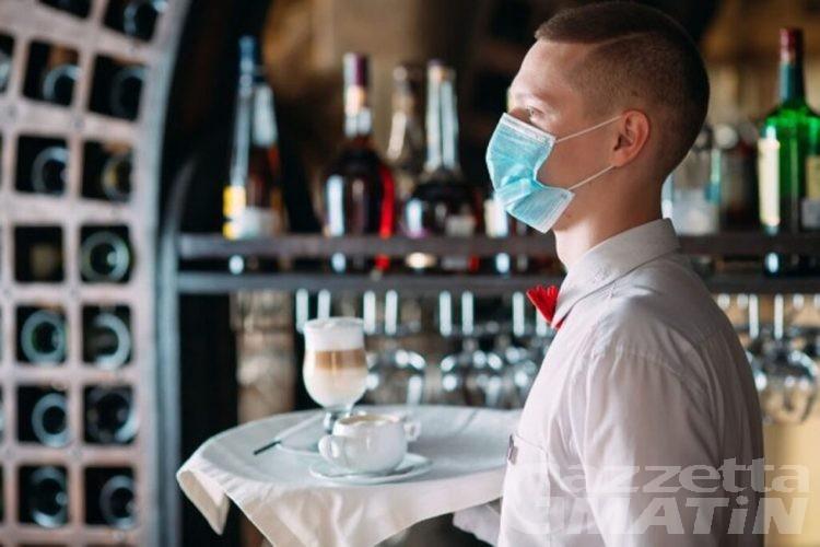 Fipe-Confcommercio boccia il green pass di Macron per bar e ristoranti