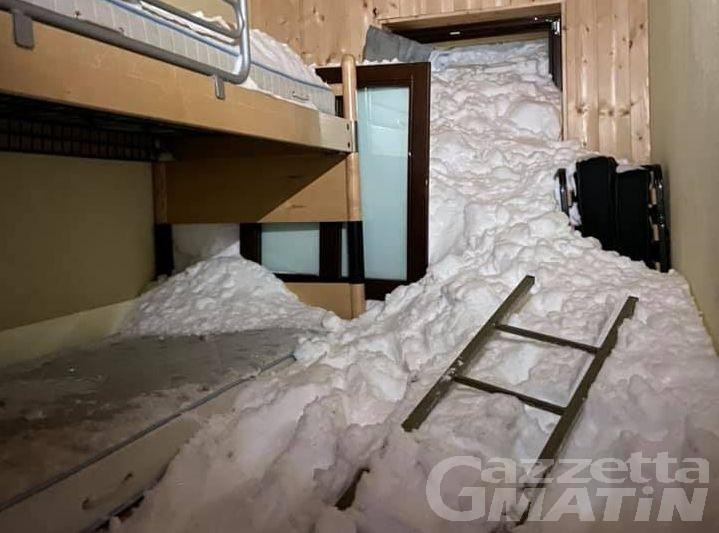 Doues: valanga sul rifugio Champillon, danni al tetto e nelle camere