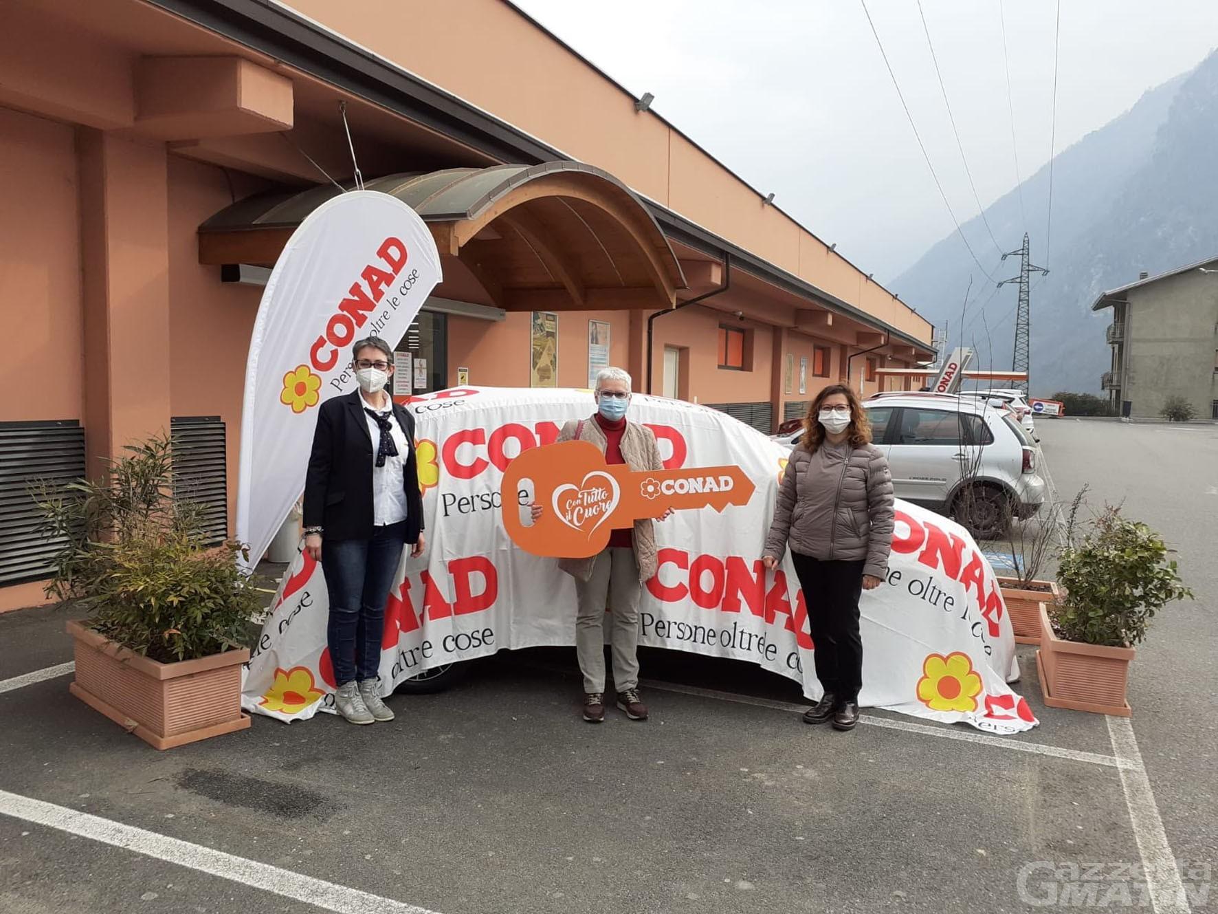 """Solidarietà: la campagna """"Con tutto il cuore"""" di Conad porta a Pont-Saint-Martin una Lancia Y"""