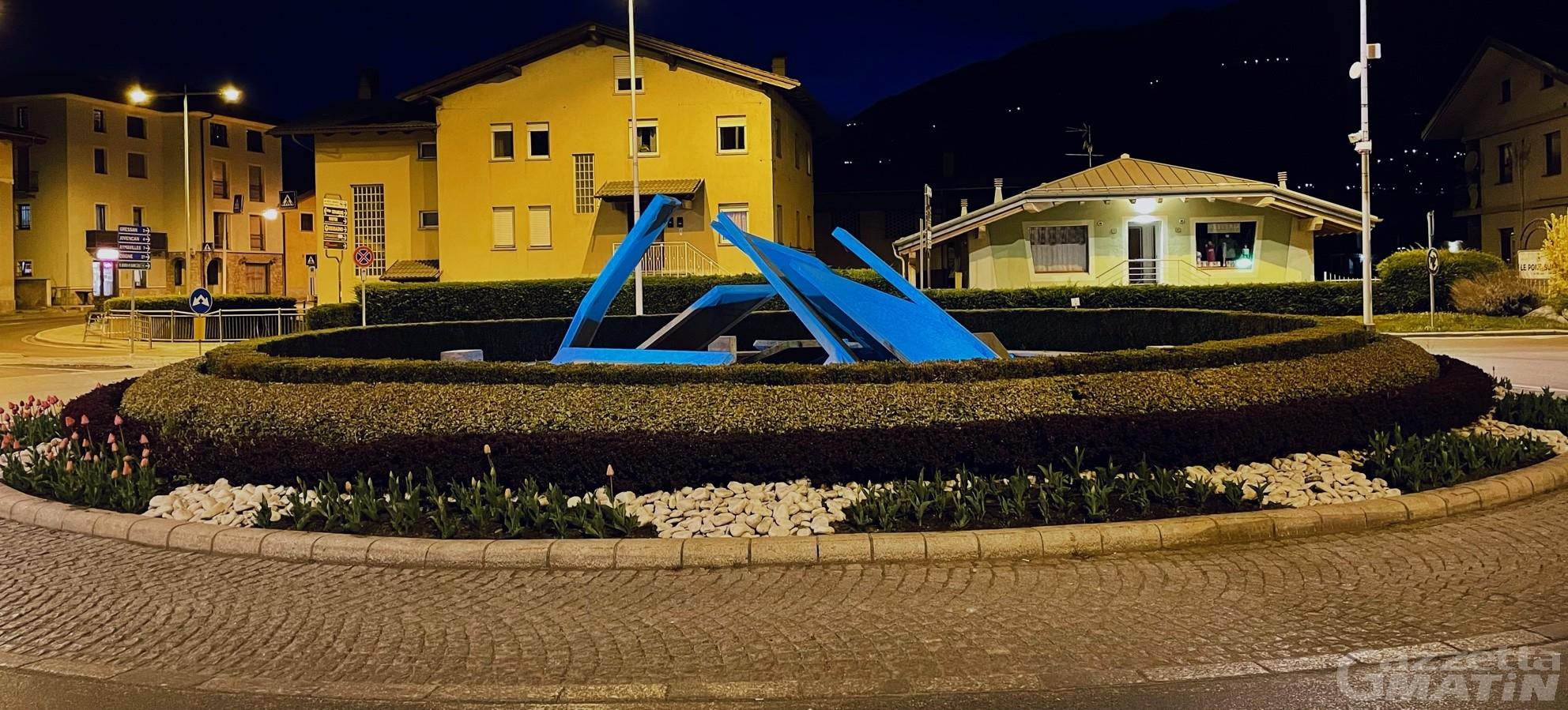 Giornata sull'autismo, a Charvensod la rotonda di Pont-Suaz si illumina di blu