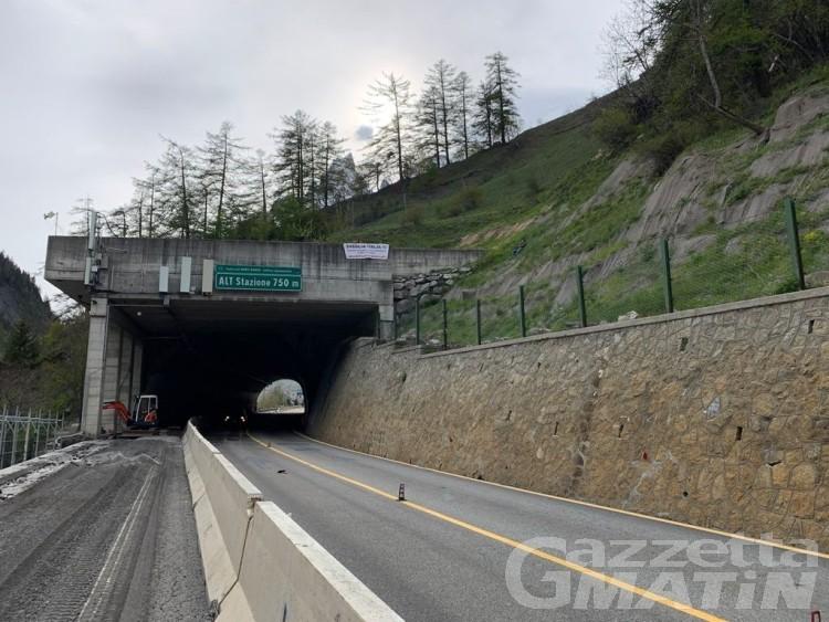 Filiera Somministrazione: striscione al Tunnel del Bianco, «Sveglia Italia»!