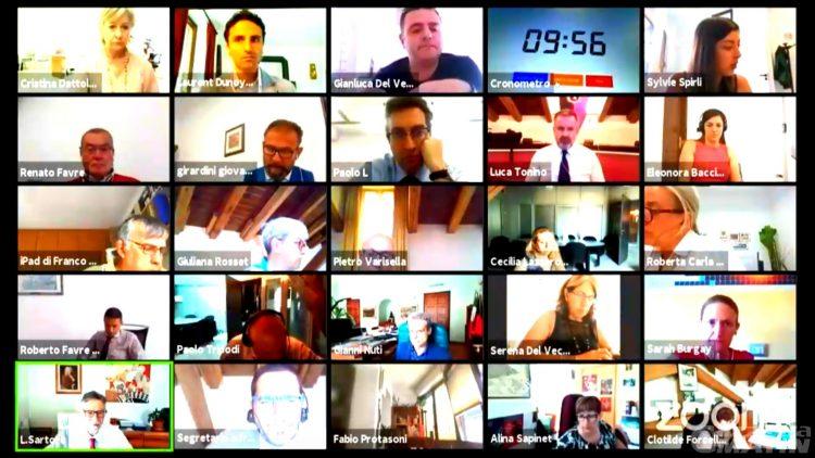 Consiglio Aosta: insulti a microfono acceso, scoppia la polemica