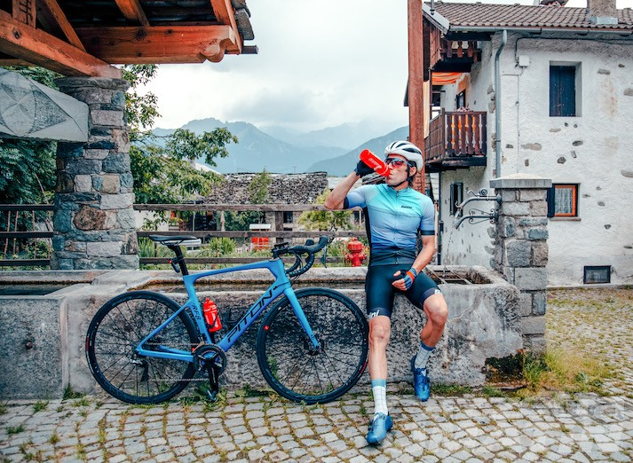 Ciclismo: Hervé Barmasse, Chicco Pellegrino e Greta Laurent alla Maratona dles Dolomites