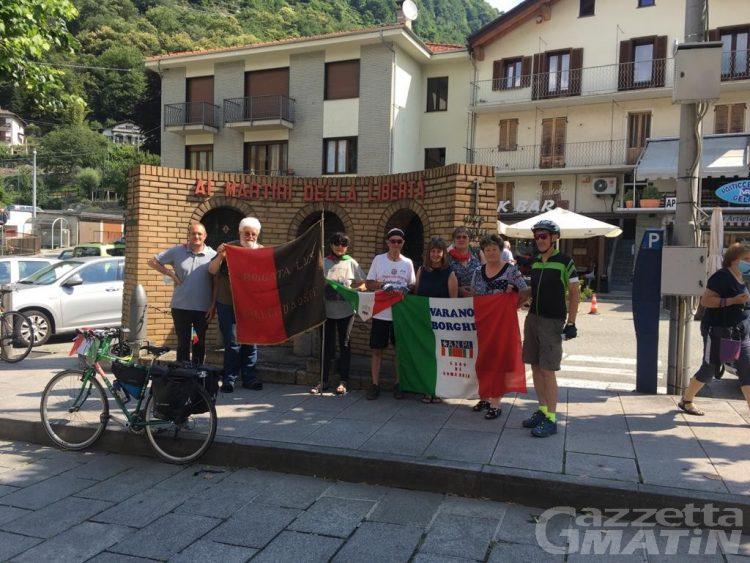 Sulle tracce dei partigiani: Giovanni Bloisi, il ciclista della memoria, fa tappa ad Aosta