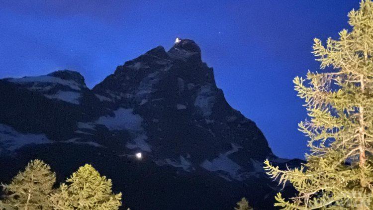 Alpinisti in difficoltà sul Cervino: recupero in corso