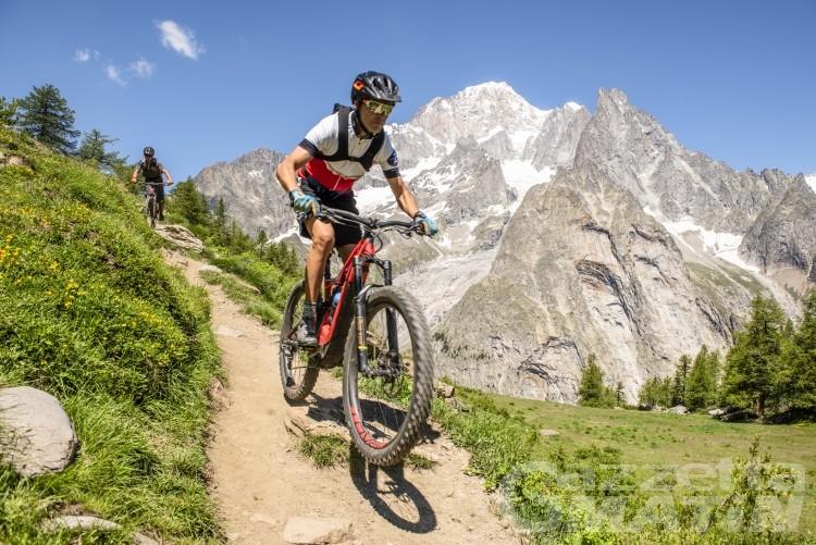 Courmayeur: bikers sui sentieri di montagna, bufera sulla regolamentazione del Comune