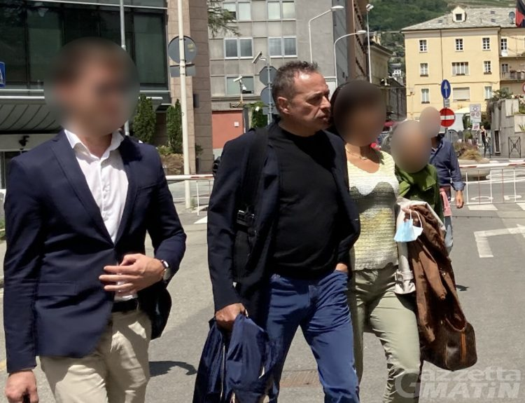 Aquile naziste sui cancelli di casa, per il Tribunale è reato: 5 mila euro di multa per Fabrizio Fournier