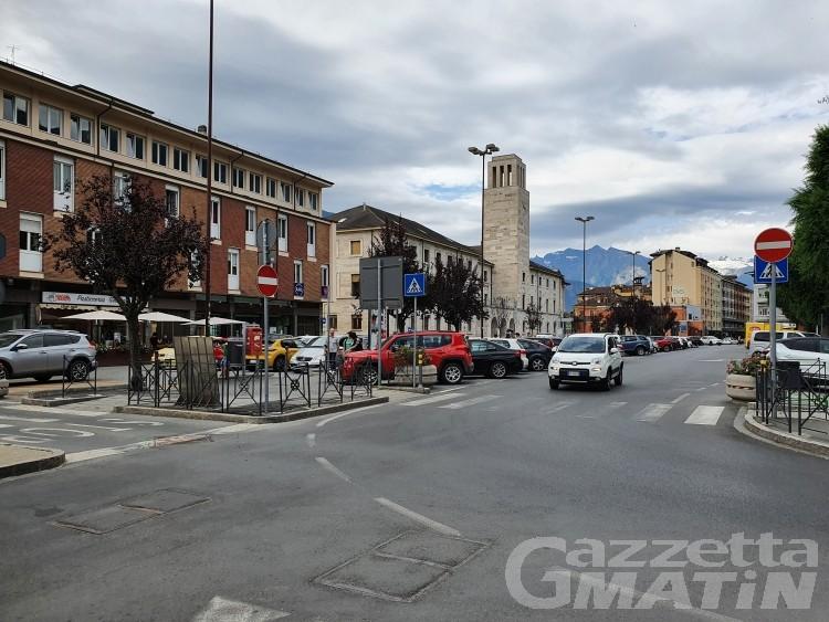 Aosta: piazza San Francesco e Repubblica in ztl e senza parcheggi, il PGTU infiamma il Consiglio
