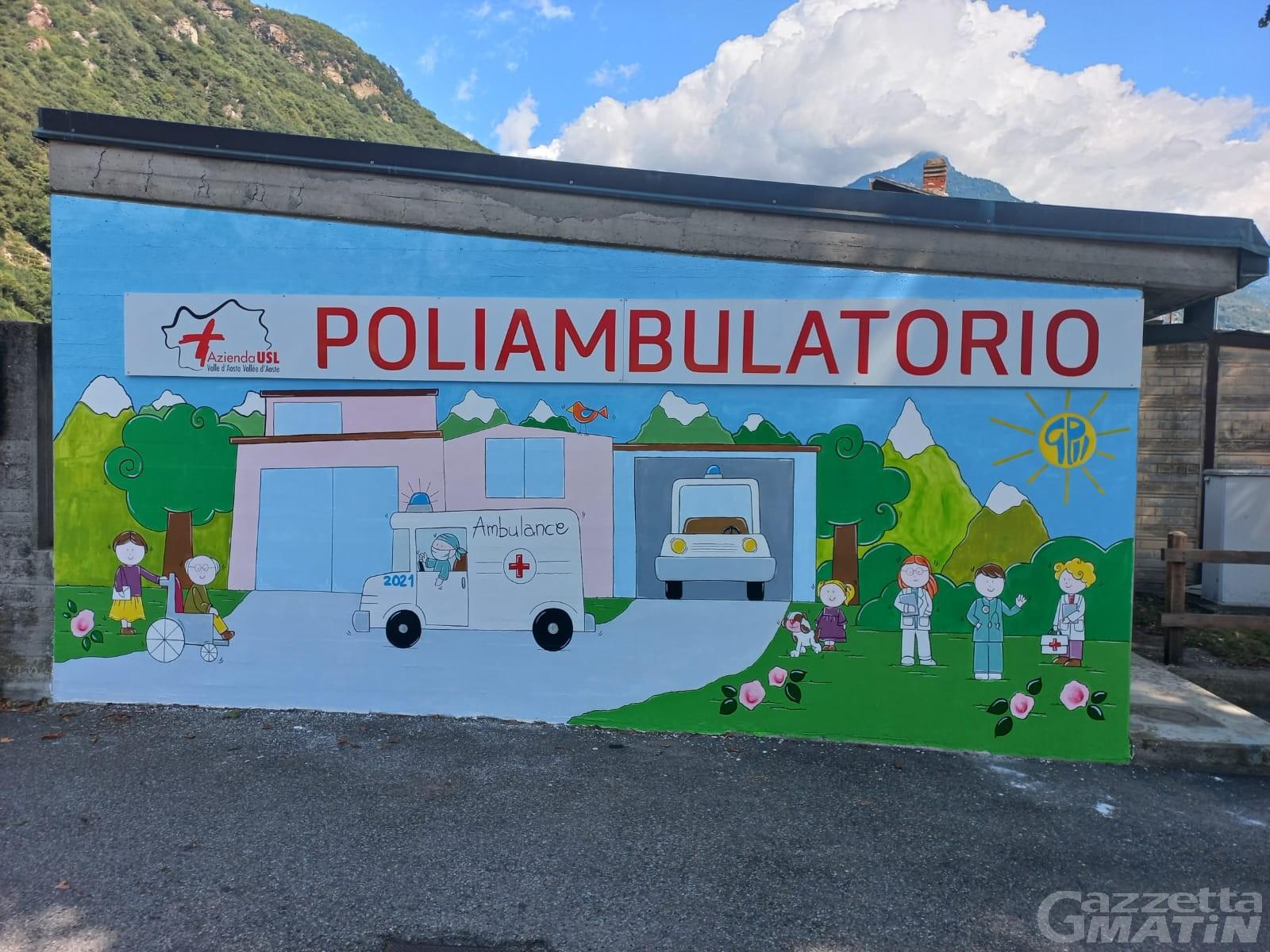 Donnas: un murale per il poliambulatorio realizzato dai bambini