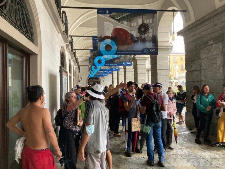 Aosta, in 100 scendono in piazza per gridare ancora «No Green pass»