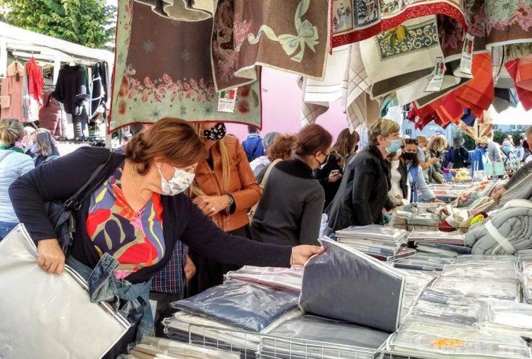 Gli Ambulanti di Forte dei Marmi® a Châtillon domenica 8 agosto