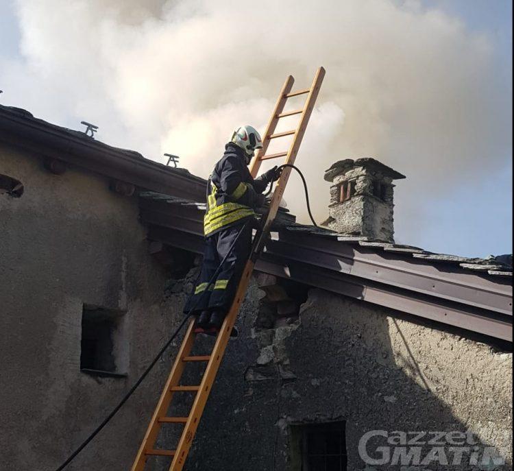 """Châtillon, casa distrutta dalle fiamme: scatta la raccolta fondi """"Accendiamo il fuoco della solidarietà"""""""