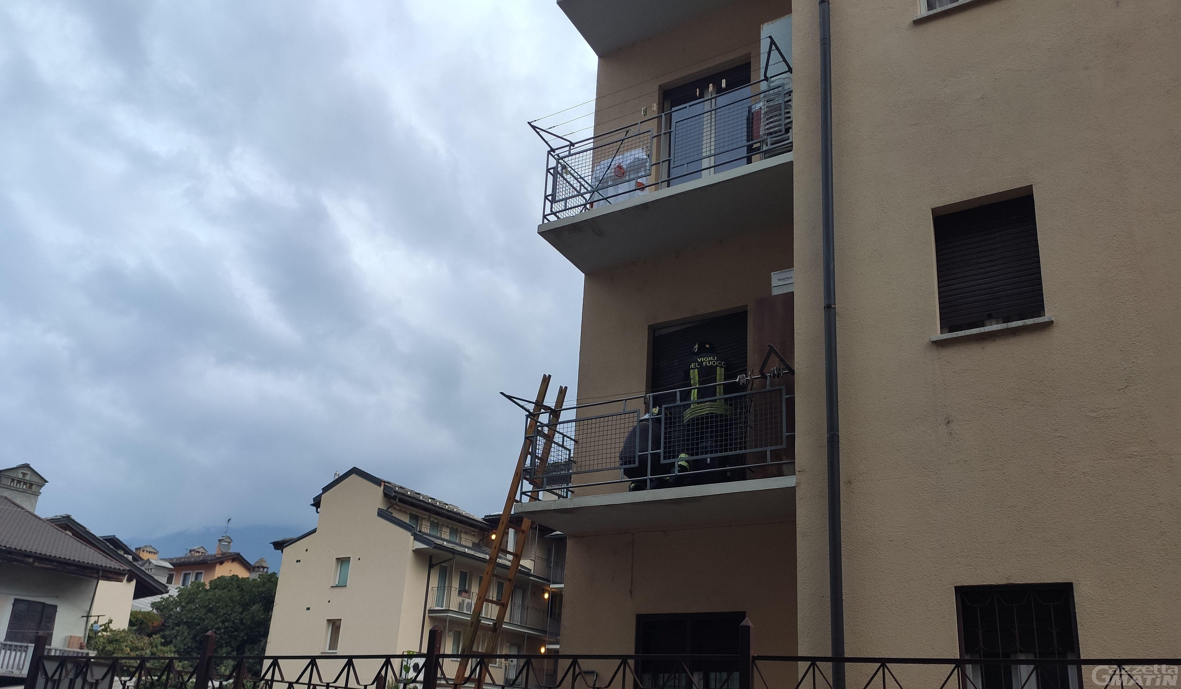 Aosta: anziano solo trovato morto in casa, a dare l'allarme i vicini
