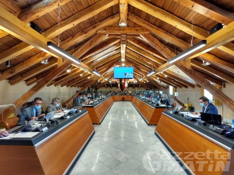 """Esito delle votazioni """"anticipato"""", è bagarre nel Consiglio di Aosta"""